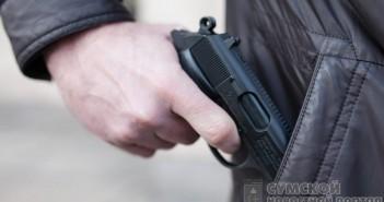 угрожал пистолетом