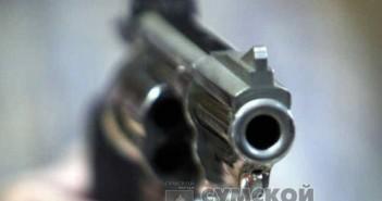 угрожал револьвером