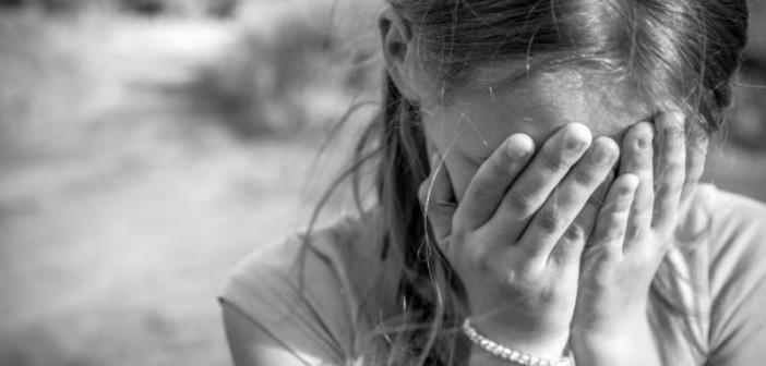 девочка-плачет