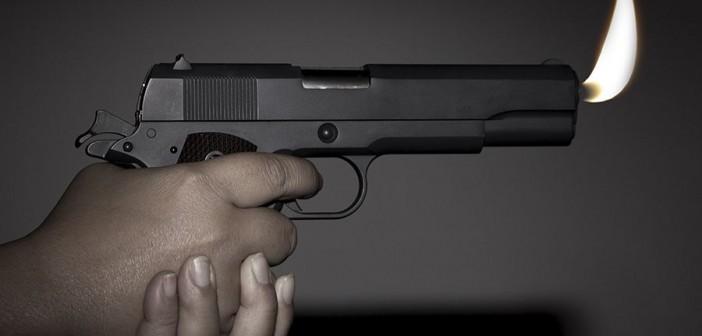 наставил пистолет