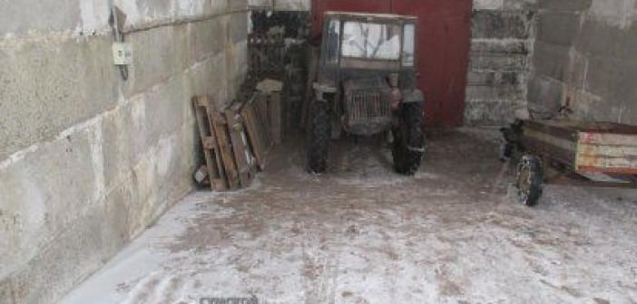 трактор-монастырь
