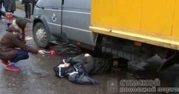 женщина легла под колеса